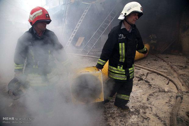 آتش سوزی انبار روغن ماشین در اهواز اطفاء شد