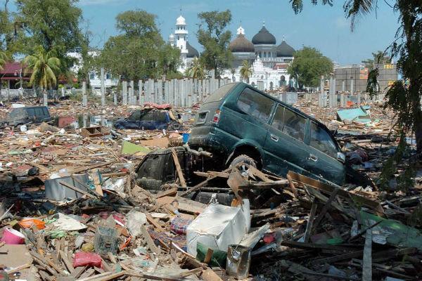 شمار کشته های زلزله و سونامی اندونزی به 384 نفر رسید