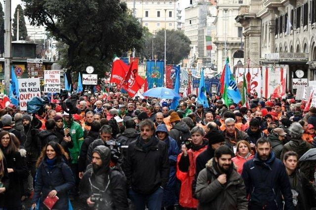 اعتراض و تظاهرات گسترده مردم ایتالیا