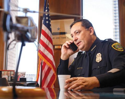 رییس پلیس شهر هیوستون تگزاس به ترامپ: اگر حرف سازنده ای برای گفتن نداری، لطفا دهنتو ببند، اینجا هالیوود نیست و دنیای واقعی است