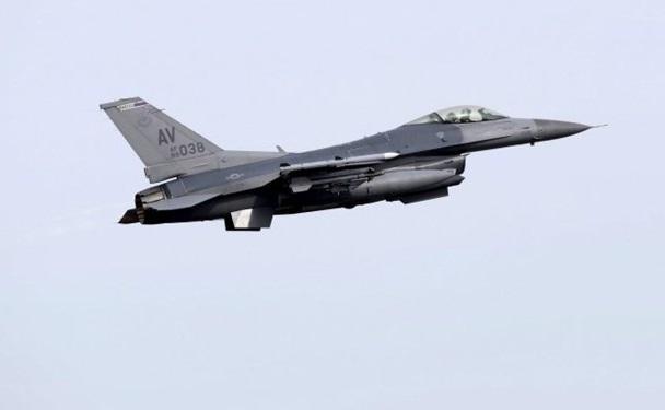 رهگیری هواپیمای ناشناس توسط جنگنده اف-15 هنگام گلف بازی ترامپ