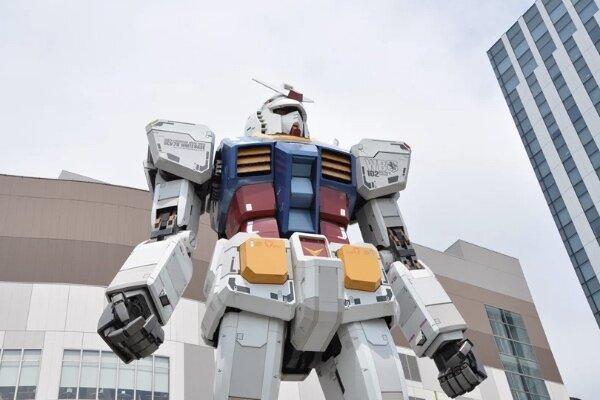 ربات غول پیکر ژاپنی راه افتاد