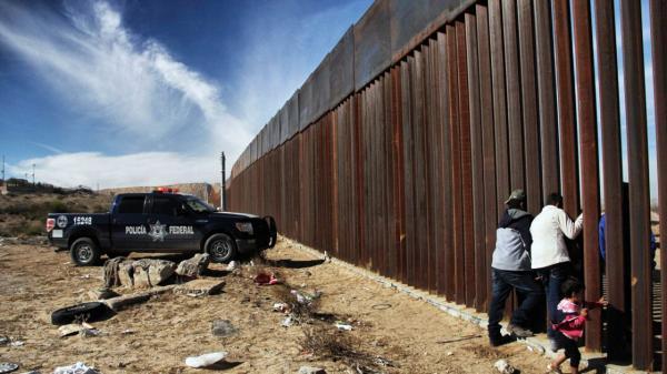 بایدن عملیات ساخت دیوار در مرزهای جنوبی آمریکا را متوقف کرد